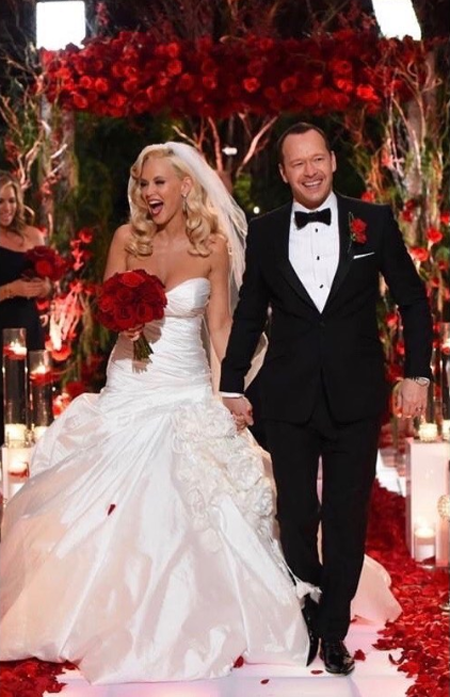Donnie Wahlberg and Jenny McCarthy during their wedding ceremony.