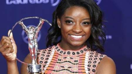 U.S. gymnast Simone Biles poses with the Laureus Sportswoman of the Yea award at the Laureus Sport Awards in Monaco, Feb. 14, 2017. | Photo: EFE