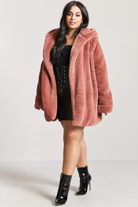 Long Faux Fur Coat gives a sassy looks.