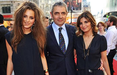 Rowan Atkinson with his wife and daughter.
