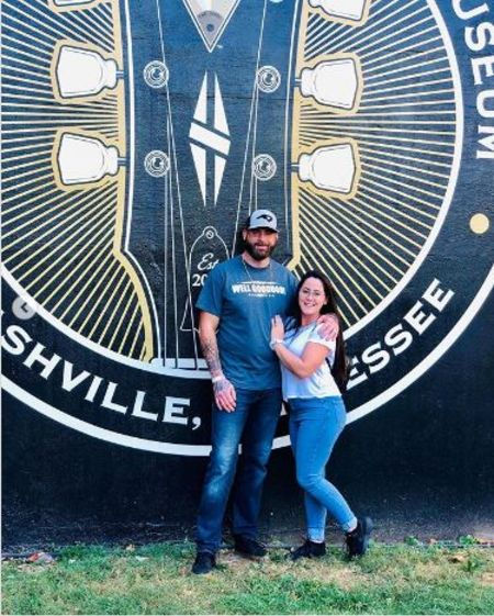 Jenelle Evans and David Eason posing outside Music Academy.