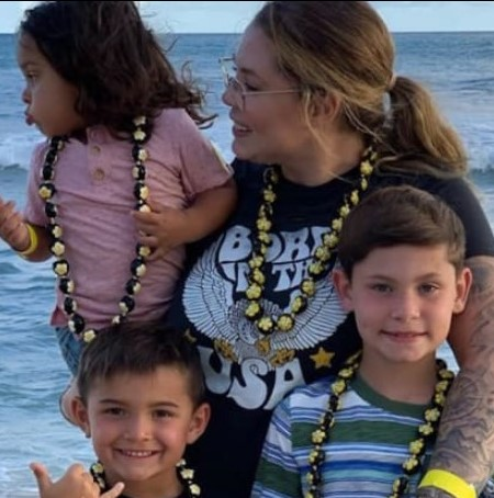 Kailyn with her four kids in Hawaii.