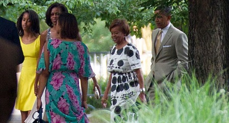 The first family walking towards the wedding venue.