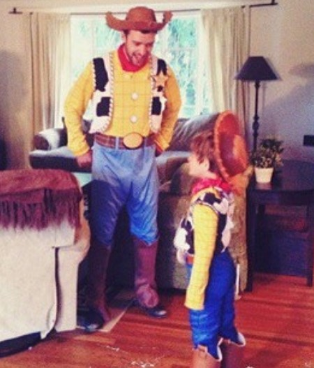 TImberlake and his son dressed as Woody Allen.