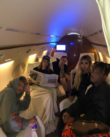 juice wrld with his girlfriend ally and 3 other friends in a private jet