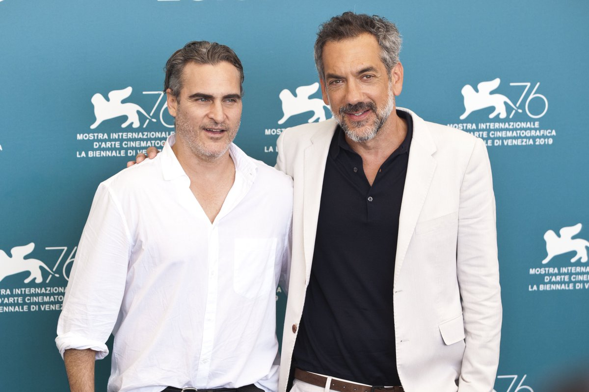 joaquin with todd philips in the press conference of joker