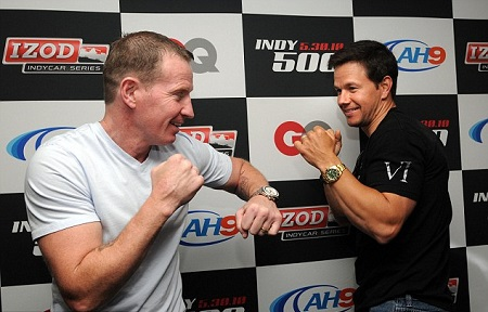 Micky Ward (L) and Wahlberg in boxing positions during a photoshoot.