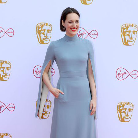 Phoebe Waller-Bridge poses at the BAFTA red carpet.