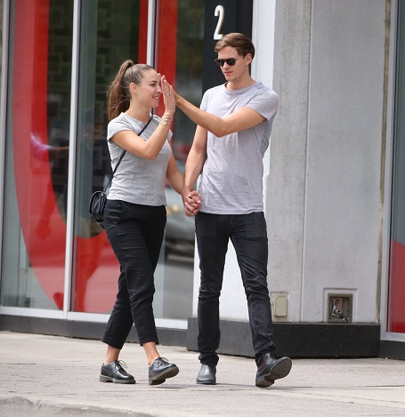 Bill Skarsgård and Alida Morberg walking around Toronto in 2016 (Source: Pinterest)
