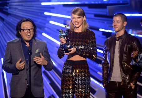 Taylor Swift winning the Video of the year award in MTV VMAs 2015