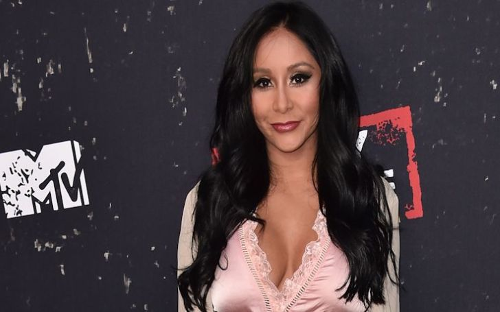 Snooki Gets Mom-Shamed For Drinking Wine While Feeding Baby!