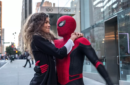 Spider-Man takes MJ for a swing through New-York.
