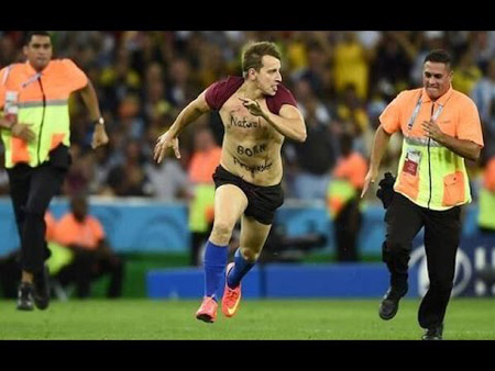 [PHOTOS] Did You See A Streaker During The World Cup Final?