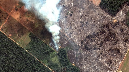 The Amazon forest fire is captured easily by satellites.A photographic proof of the difference between the world with and without human civilization.