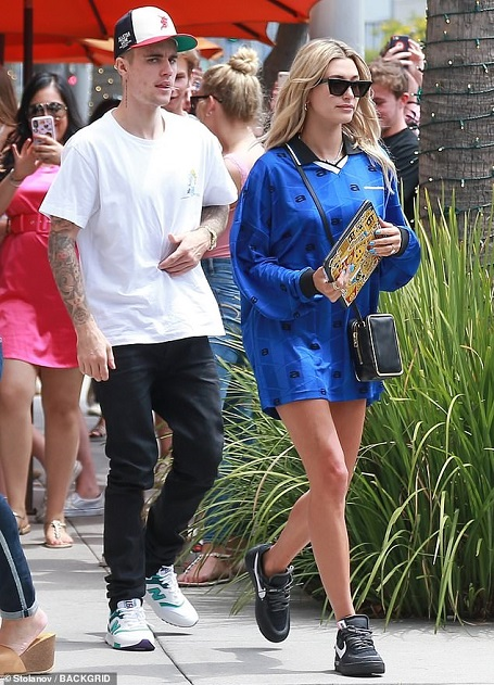 Justin Bieber and Hailey Baldwin dressed casually for their lunch date on Wednesday