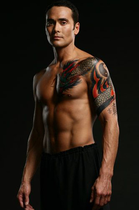 Mark Dacascos showing his tattoo