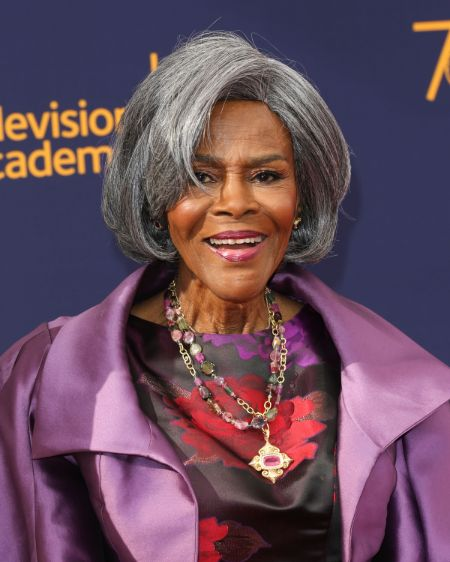 Cicely Tyson poses a picture in an event.