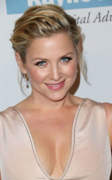 Eldest daughter Jessica Brooke Capshaw snap from  a ceremony.