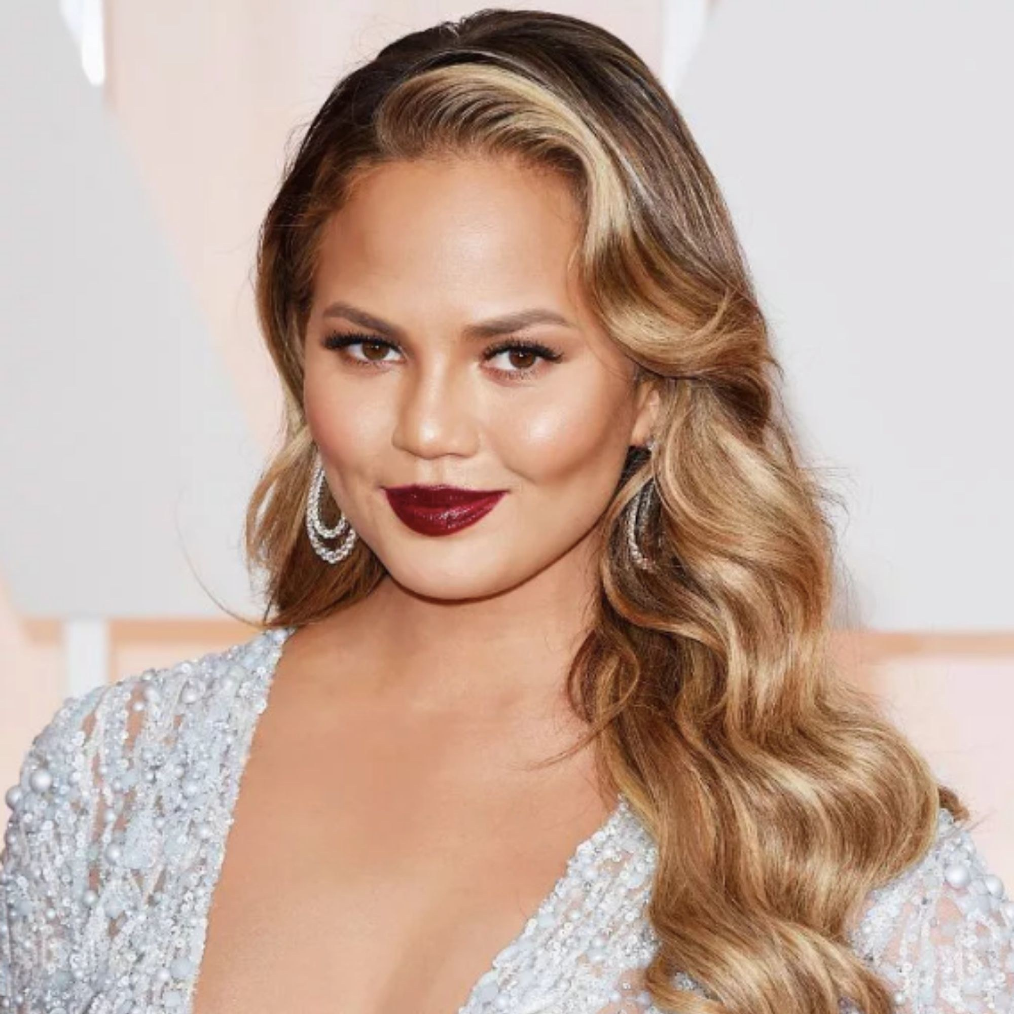 Chrissy Teigen in her bold contrast highlight