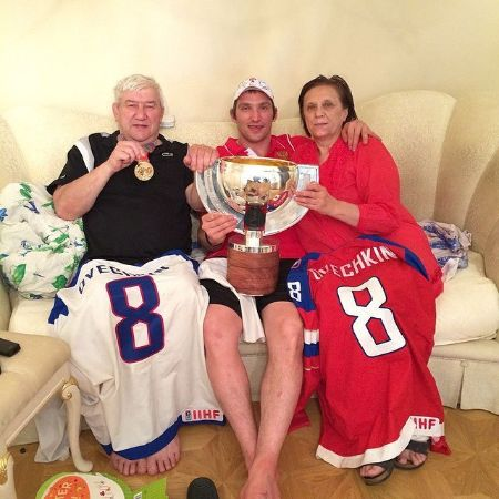Young Ovi with his parents