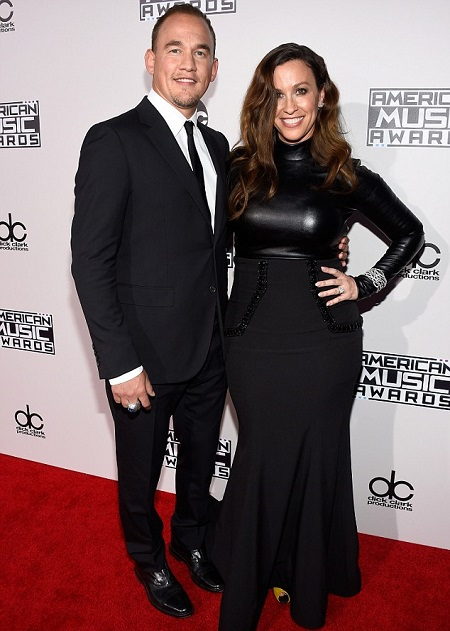 Alanis Morissette and Mario Treadway arrives at the 2015 American Music Awards at Microsoft Theater on November 22, 2015 in Los Angeles, California.