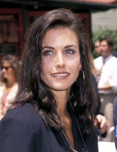 Courteney Cox net worth: Courteney Cox's current love interest is Ian Copeland