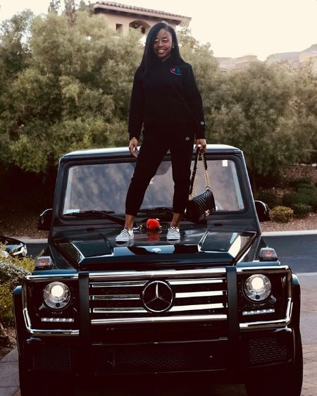 Floyd Mayweather's daughter Iyanna Mayweather got a Mercedes from dad in Christmas.