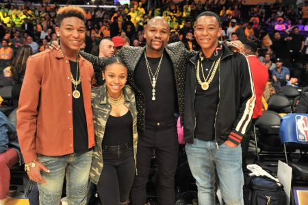 Floyd Mayweather attending a NBA match with daughter Iyanna Mayweather and two sons.