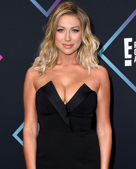 Stassi Schroeder attends the People's Choice Awards 2018 at Barker Hangar on November 11, 2018 in Santa Monica, California.