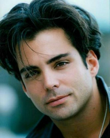 A younger version of Richard Grieco.
