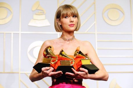 taylor with her 3 grammy awards