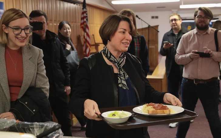 2020 Presidential Candidate Amy Klobuchar Eats Salad With A Comb