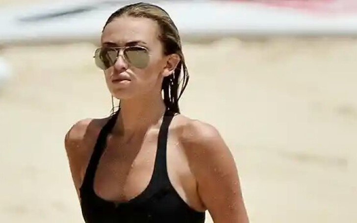 Paulina Gretzky Displays Abs In Tiny String Bikini While Lounging On The Beach