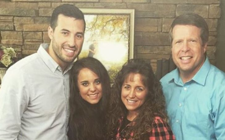 Jim Bob Is Reportedly Pissed After Jinger Duggar Went Blonde!