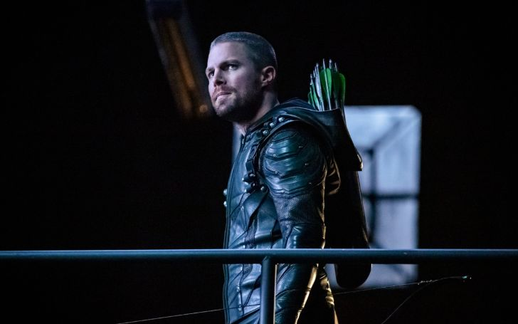 Stephen Amell Won't Decline Playing Oliver Queen In Later Arrowverse Installments
