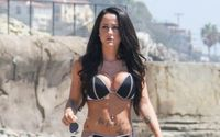 Jenelle Evans Flaunted Her Bikini Body In A Series Of Sexy Snaps After Gaining Custody Of Her Kids!