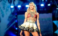 A Victoria's Secret Model Devon Windsor Apologizes After Comparing Racial Discrimination