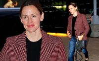 Jennifer Garner Spotted Kissing and Snuggling Up To New Boyfriend John Miller