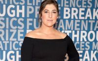 'Big Bang Theory' Star Mayim Bialik Clarifies Her Stance After Being Accused Of Being Overly Harsh About A Fan's Painting