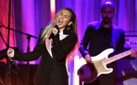 Miley Cyrus Capped Off Star-studded Fundraiser For The Women's Cancer Research Foundation With a Four-song Set